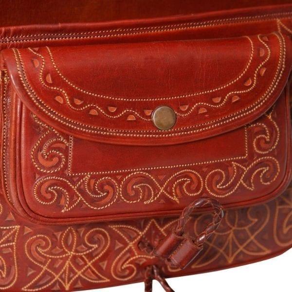 Bolso fabricado en cuero curtido al vegetal de máxima calidad y calado a mano
