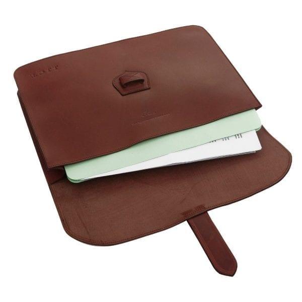 Porta documentos en piel curtida al vegetal de color castaña