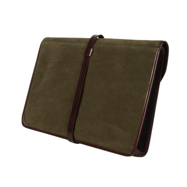 Porta documentos en pie curtida al vegetal de color marrón chocolate combinado con ante de color verde