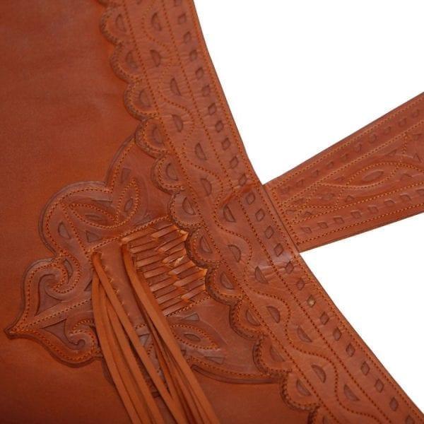 Zahón fabricado en cuero de máxima calidad curtido al vegetal y calado a mano